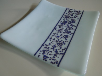 Example of fused glass plate using Reactive Red